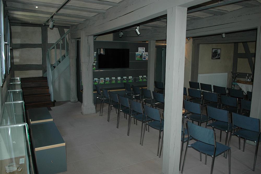 Die Markthalle mit dem Infoboard ist auch für Vorträge und Workshops geeignet.