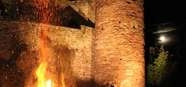 Sagen- und Geisterführung mit Rauchnachtsfeuer auf der Gamburg