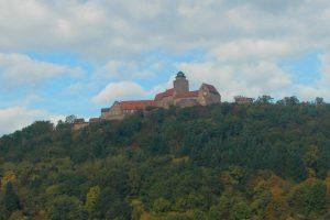 """Breuberg nennt sich """"Die Stadt rund um die Burg"""". Zurecht, denn in allen Stadtteilen bietet sich dieser oder ein ähnlicher Blick auf die Burg."""