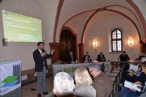 Der Vorsitzende der Burglandschaft e.V., Herr Landrat Jens-Marco Scherf, eröffnet die Mitgliederversammlung 2019.