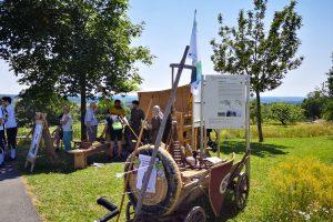 """Das """"Lager"""" der Burglandschaft am Festplatz. Foto: Gemeinde Neunkirchen"""