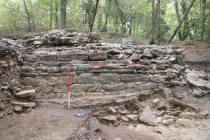 Mauerbefund der archäologischen Grabung am Kugelberg in Goldbach