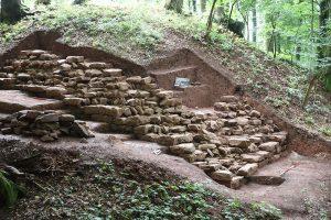 Mauerbefund der archäologischen Grabung auf der Burg Wahlmich in Waldaschaff