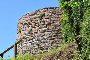 Reste des Turms der ehemaligen Wehrkirche in Frammersbach