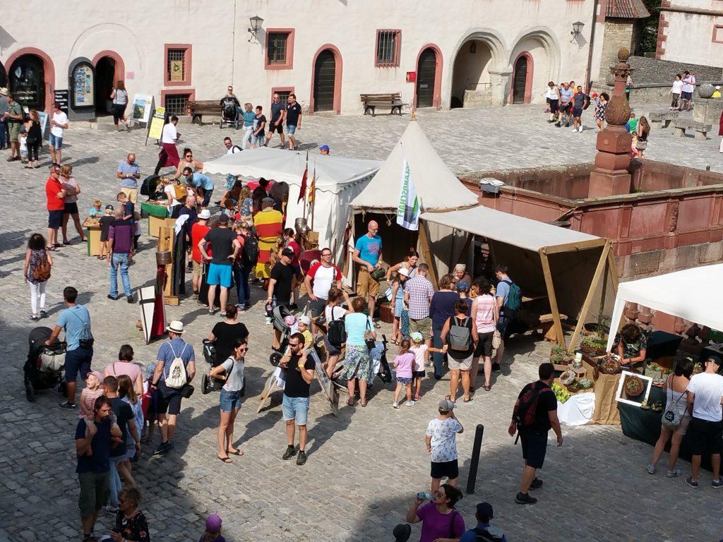 Der Infostand der Bruglandschaft auf dem Museumsfest in Würzburg