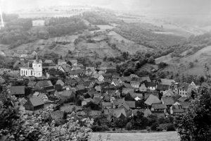 Lohrhaupten auf einer Fotografie vom Anfang des 20. Jahrhunderts, Blick Richtung Westen.