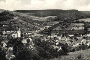 Lohrhaupten auf einer Fotografie vom Anfang des 20. Jahrhunderts. Blick Richtung Nordwesten.