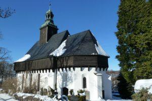 Bei der Wehrkirche von Lauterbach sind im Chorbereich Blockbauelemente erhalten. Quelle: https://www.traum-ferienwohnungen.de/18612/