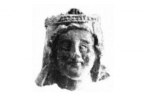 Auch dieser um 1220/1230 datierende Kopf einer Steinskulptur wurde bei der Grabung gefunden. Quelle: Lutz (1975) S. 74, Abb. 11