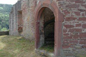 Das mit Stabwerk gerahmte Portal des Treppenturms. Foto: Burglandschaft