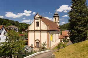 Die barocke Wallfahrtskirche dominiert das Ortsbild von Rengersbrunn.