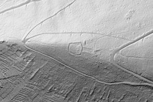 """Die Reste der """"Sloburg"""" sind im Digitalen Geländemodell teilweise noch sehr deutlich. Geobasisinformation: Bayerische Vermessungsverwaltung"""